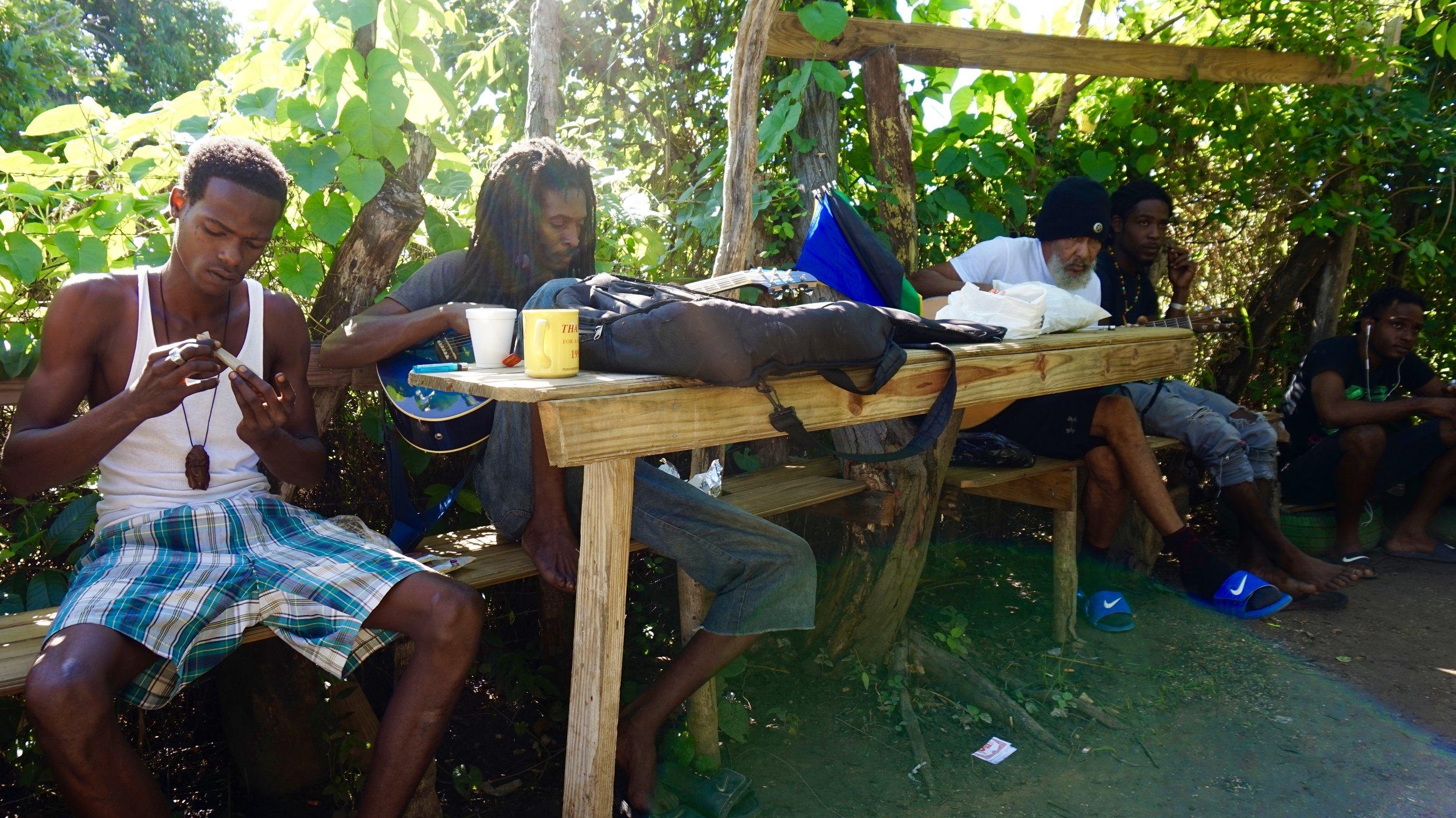 Varahommikud külakohviku aias. Foto: Tarrvi Laamann