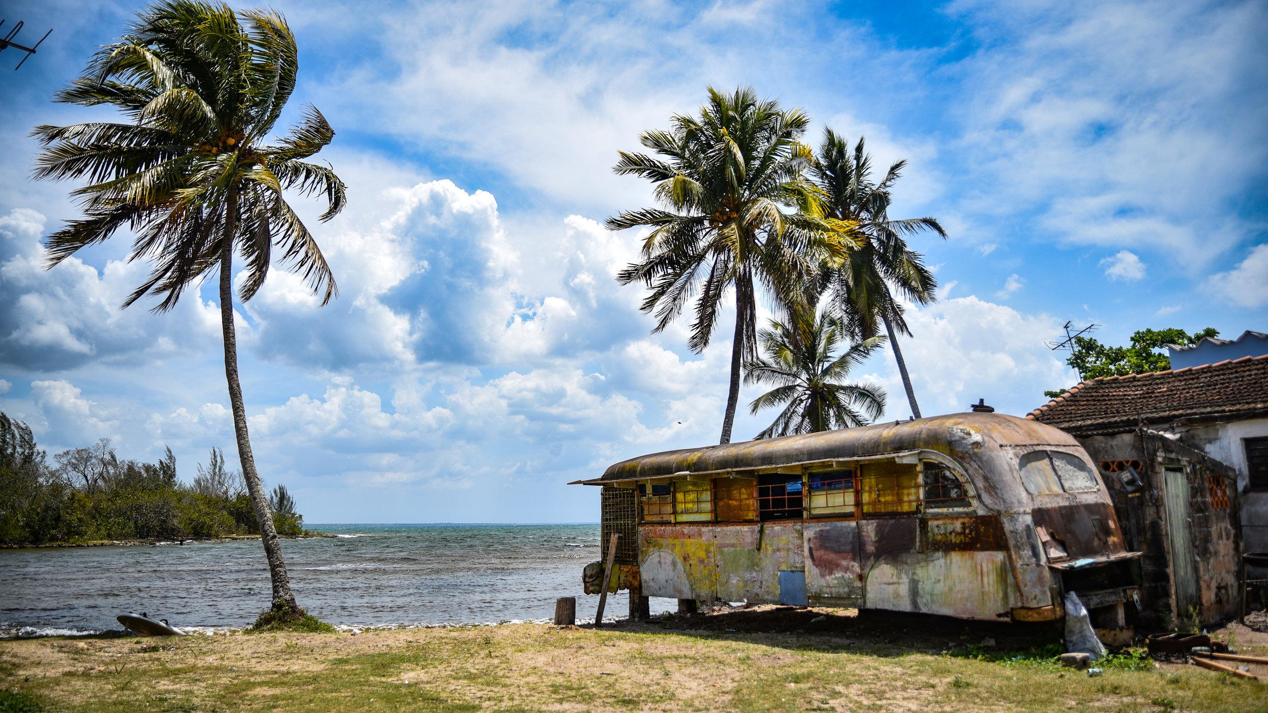 Sigade Laht on massturismist puutumata. Meie kodumajutus asub otse rannas ja meenutab oma ülesehituselt butiikhotelli - me jätame selle üllatuseks. Foto: Rivo Raaga