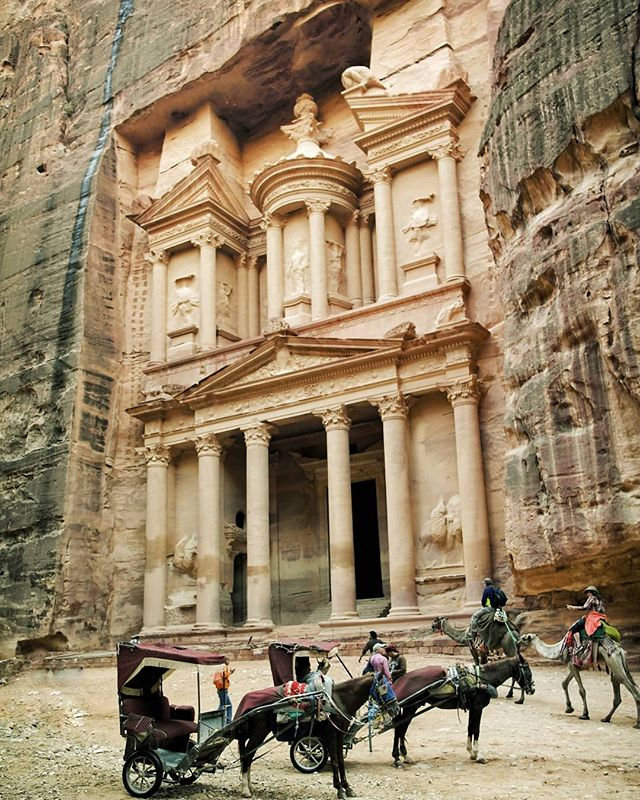 🐪 Läheks õige Jordaaniasse? 🐪 . Viimased kohad Jordaania reisile veel saada! Otsusta ruttu – link bios! . . 🐪 Let's go to Jordan! 🐪 . Last spots available on our Jordan tour, link in bio. . . 📸: @aliinelotman . #petra #visitjordan #passportpassion #exploremore #folktravel #takemoreadventures #sensorialtravel #estravelgram #wander #liveauthentic