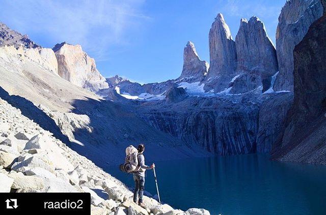 """#Repost @raadio2 ・・・ Lõputud liustikuväljad, lumiste tippudega graniitmäed, kristallpuhtad järved… """"maailma lõpus"""" asuvas Patagoonias on avastamist lõputult. Matkaja kohtab siin meeletut avarust ja seisab silmitsi hoomamatu tühjusega. Hõredalt asustatud Patagoonia hõlmab umbes 1 miljoni km² suurust maa-ala Tšiili ja Argentiina lõunaosas ning parim viis teda avastada on matkates. Seda on aastaid teinud Reispassi @ivotsetorkin tänane saatekülaline Gerit Tiirik @gerittiirik , kes tutvustab oma südamepaika lähemalt ning viib kuulaja endaga kaasa neid kaugusi avastama.  Saade on järelkuulatav r2.err.ee/reispass ning podcastina.  Fotod: @gerittiirik  #reispass #sensorialtravel #värskejavaba #patagonia #breathtakingviews #patagonianwilderness #patagoniargentina🇦🇷 #patagoniachilena🇨🇱"""