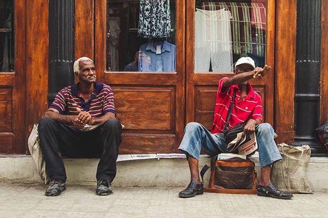 """Kaadrid nagu filmist! Kuubal on rändamas #amazonasreisid #estravel reisiseltskond @mariskilk ja @vainolaisaar eestvedamisel. #elunagufilmis . Repost @vainolaisaar """"Humans of Cuba"""" #visitcuba #cuba #laisaarlane #sensorialtravel #amazonasreisid #streets #streetsofcuba #people #humans #traveling #wanderlust #travelphotography #adventure #seetheworld #oldman #awesometrip #awesome"""""""