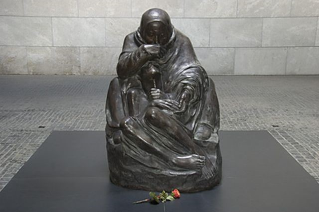 Käthe Kollwitz: Mother with her Dead Son,  1937
