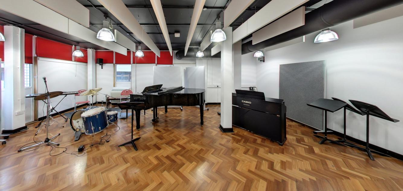Recital Room dimensions: 10m x 8m