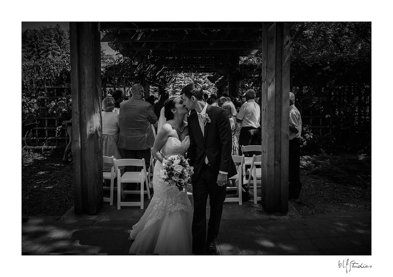 013-Leo-Mol-assiniboinepark-winnipeg-wedding.jpg