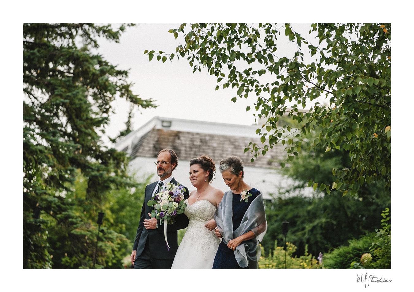 Outdoor wedding ceremony venue in Winnipeg