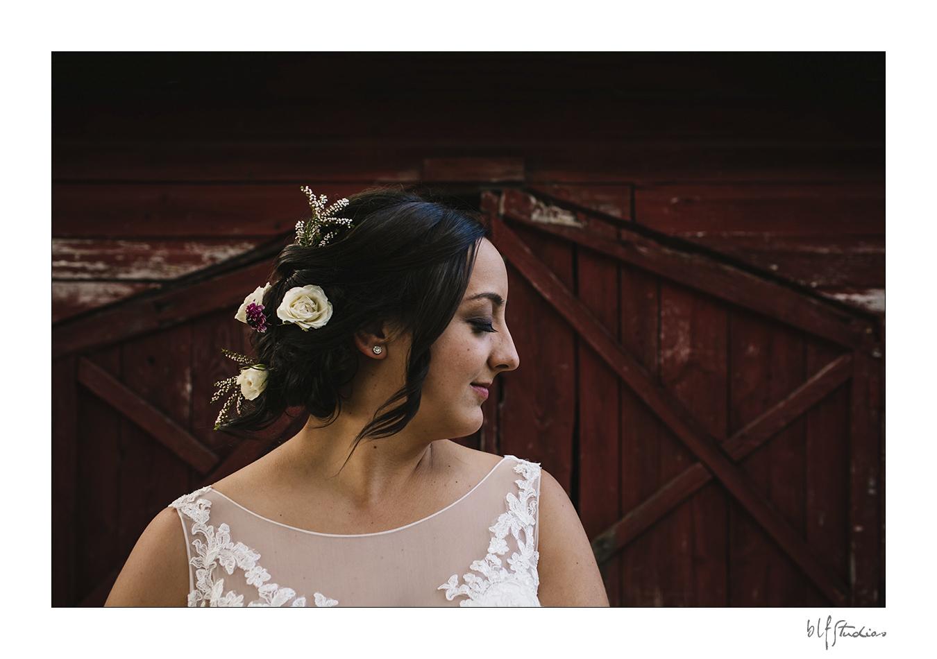 013-manitoba-rustic-barn-wedding-photos.jpg