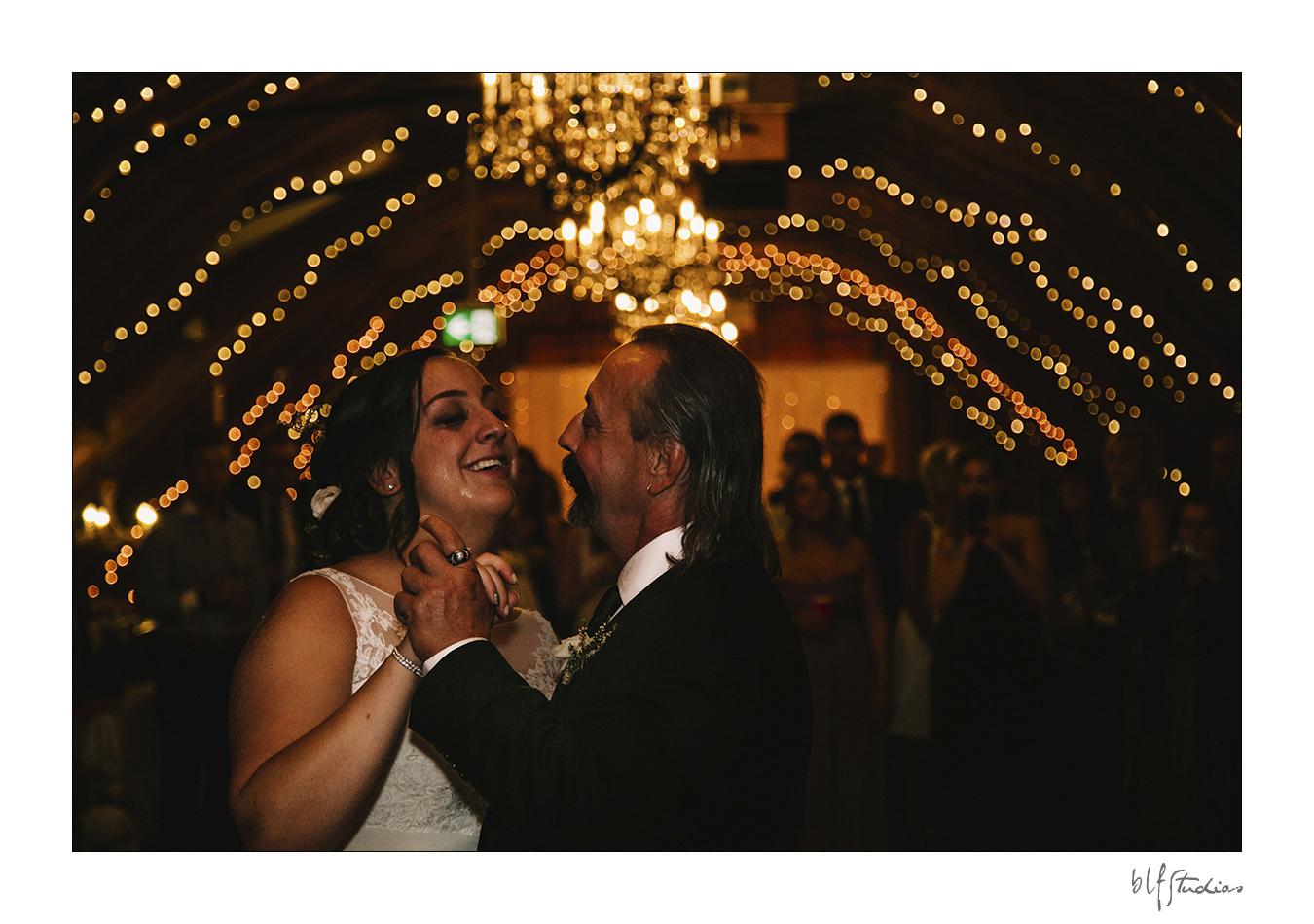 033-manitoba-rustic-barn-wedding-photos.jpg