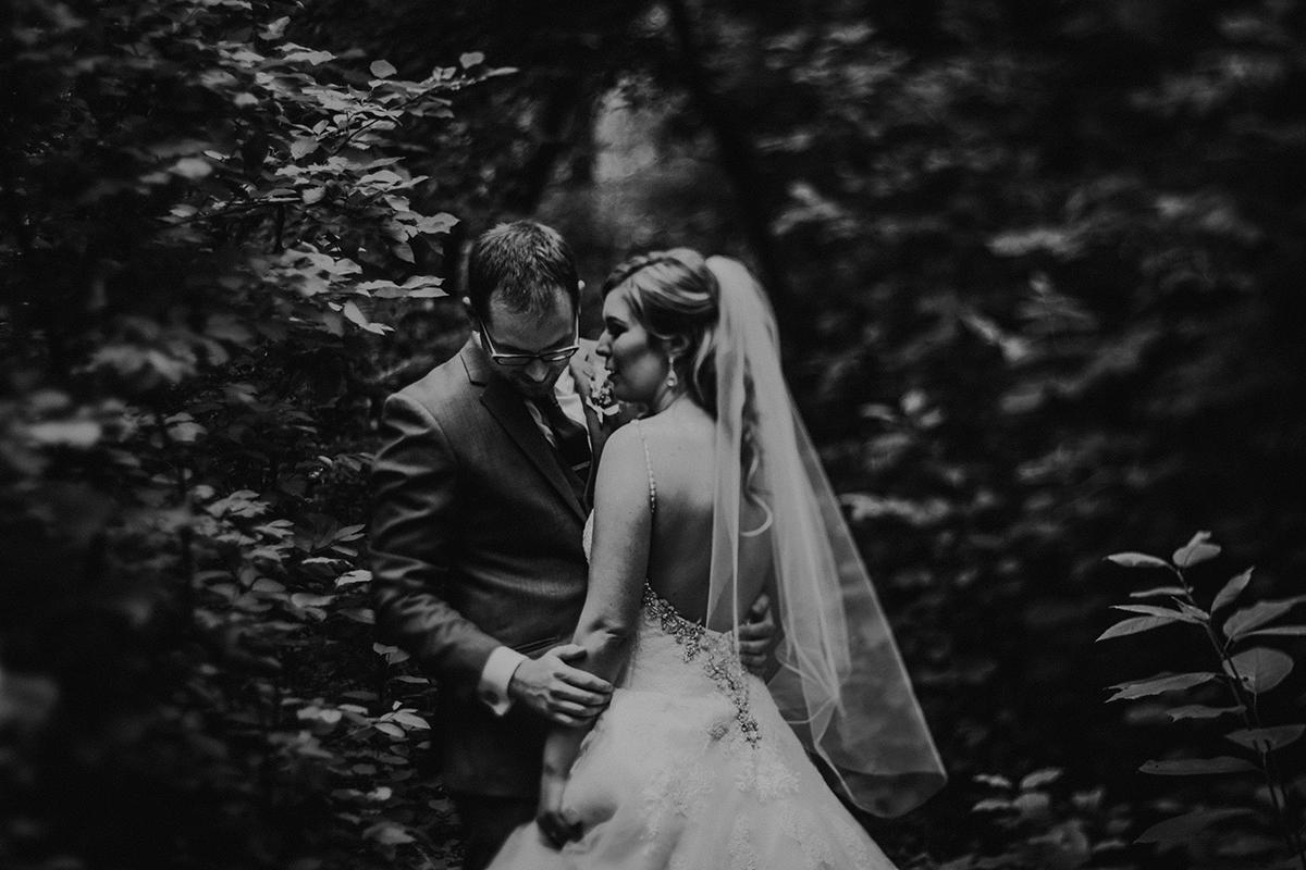 015-niverville-heritage-centre-wedding-photos.jpg