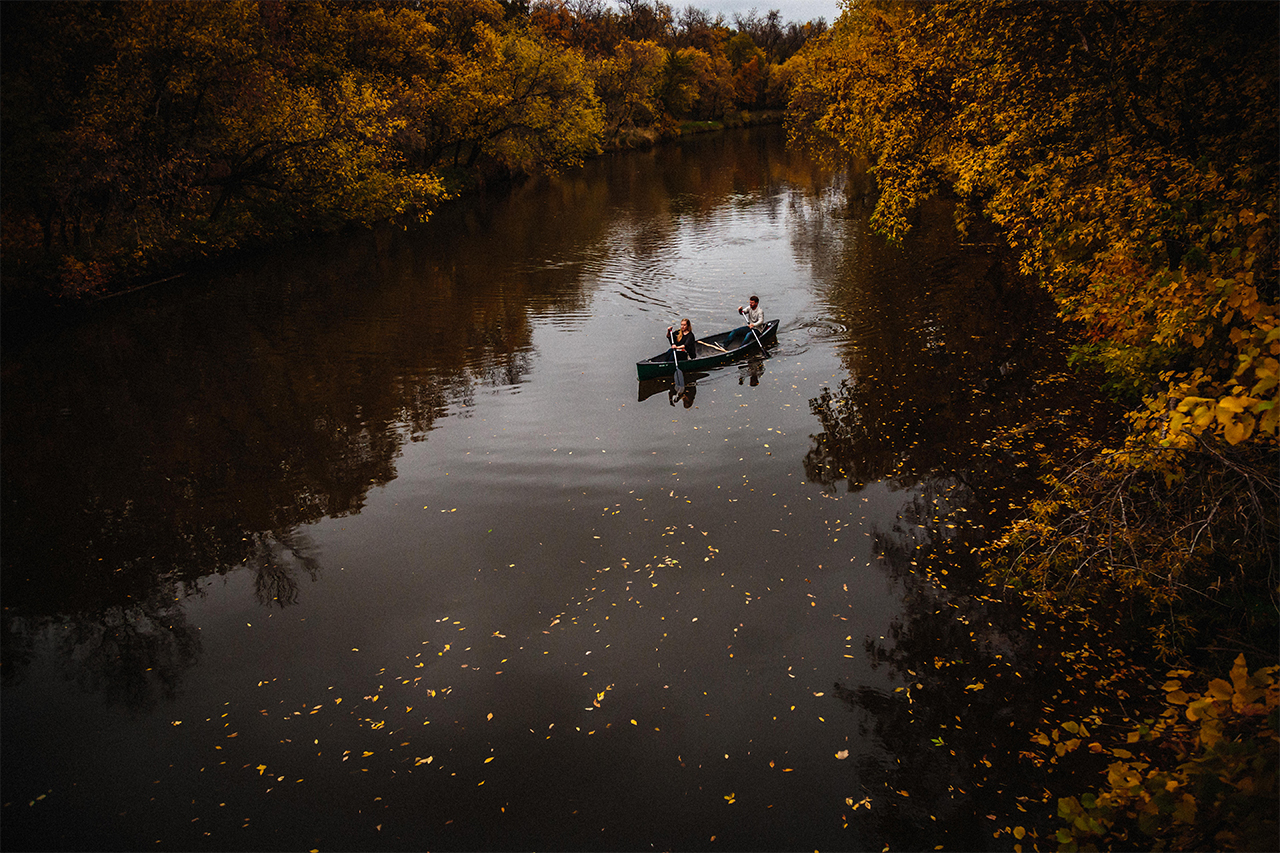 Engagement photo in a canoe Winnipeg