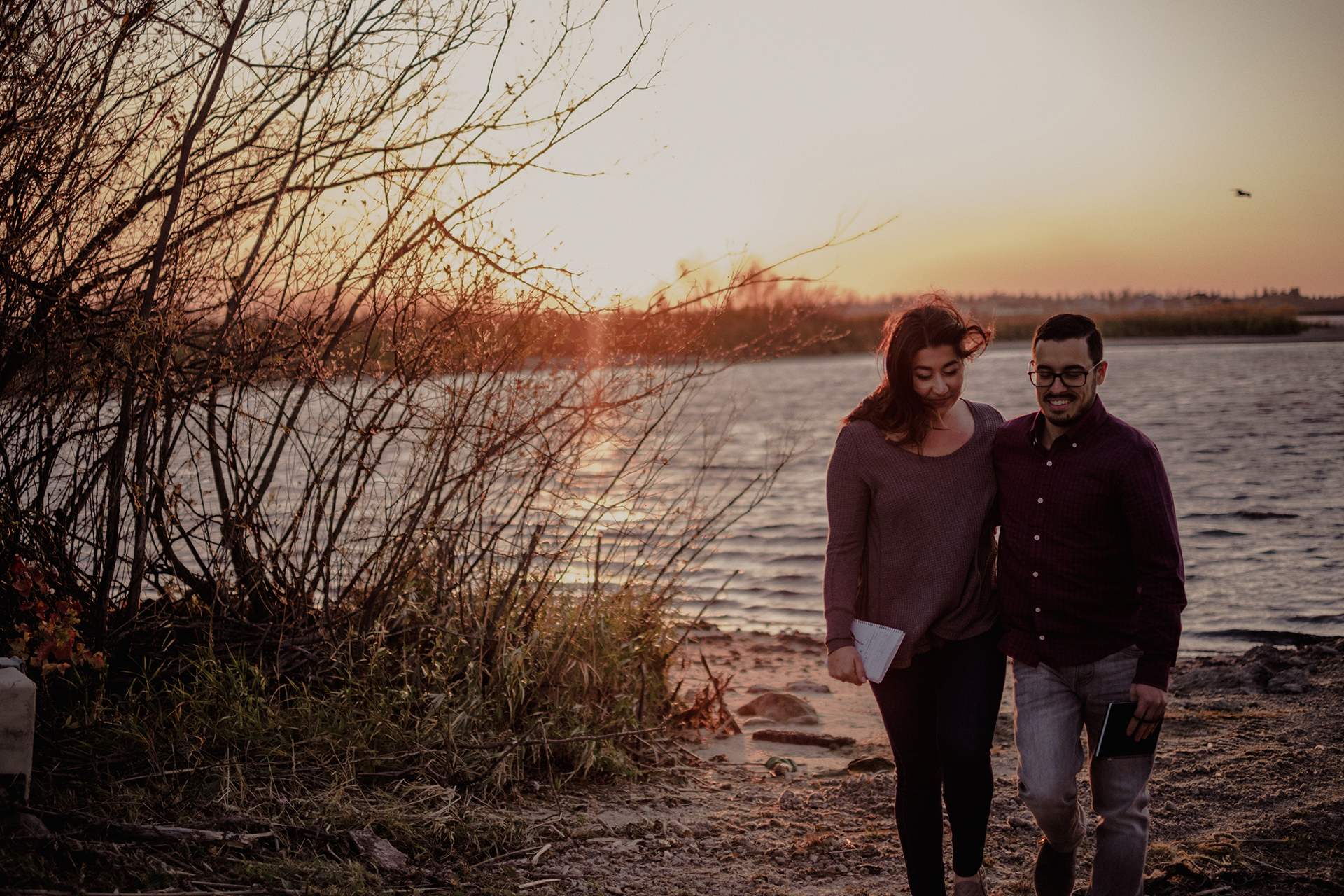 0014-gimli-manitoba-lake-beach-engagement-photographer-daniela-steven.jpg