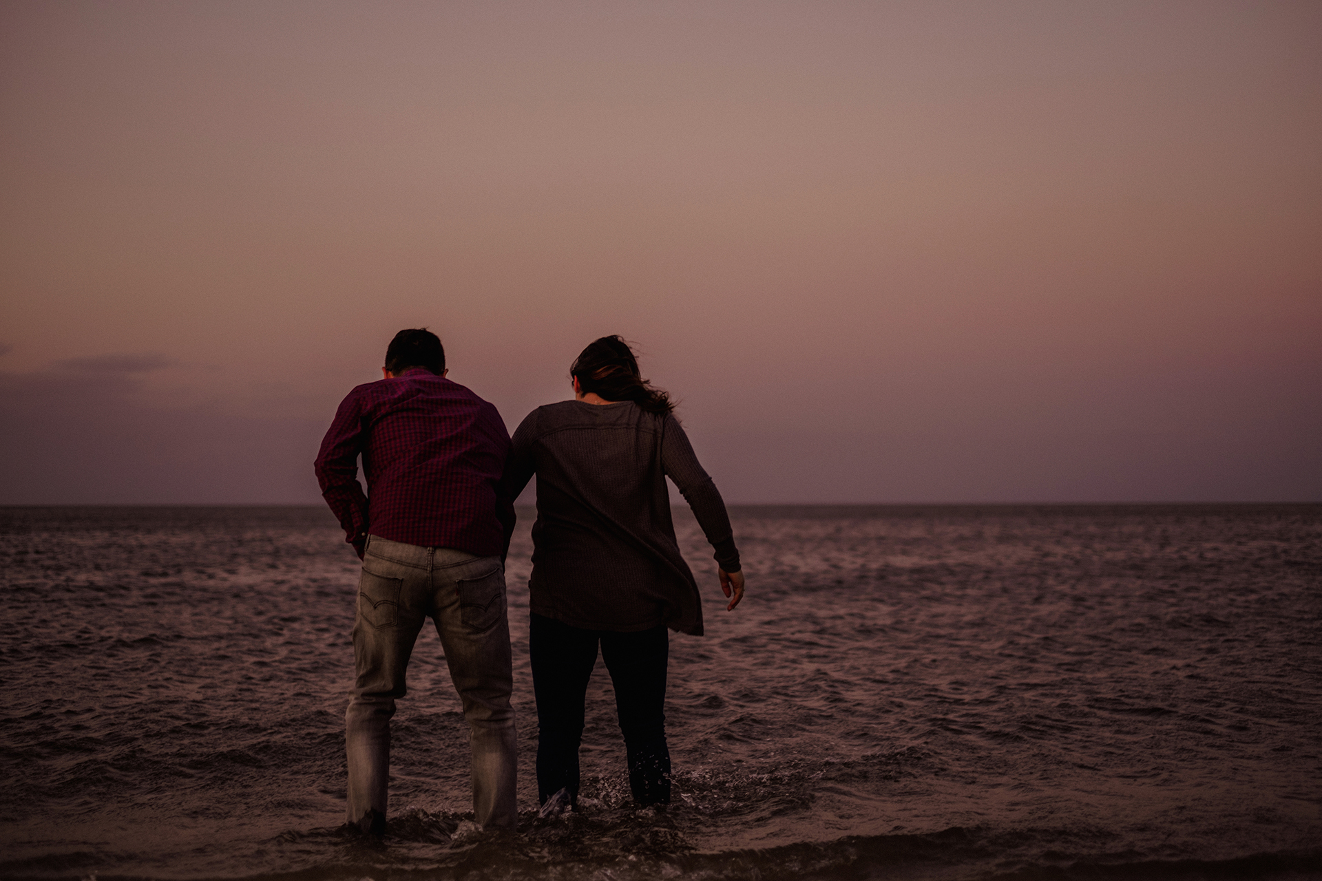 0021-gimli-manitoba-lake-beach-engagement-photographer-daniela-steven.jpg