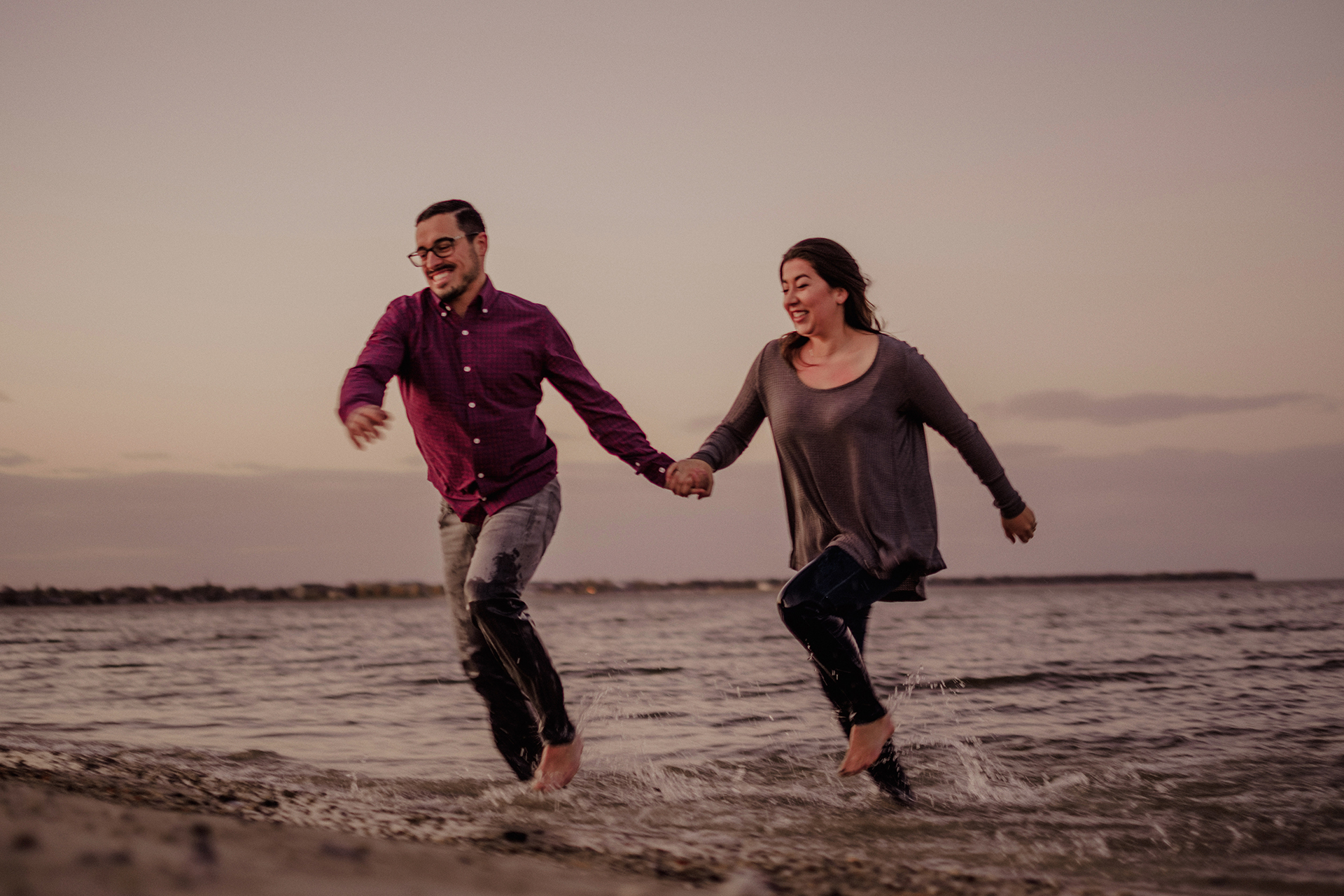 0024-gimli-manitoba-lake-beach-engagement-photographer-daniela-steven.jpg