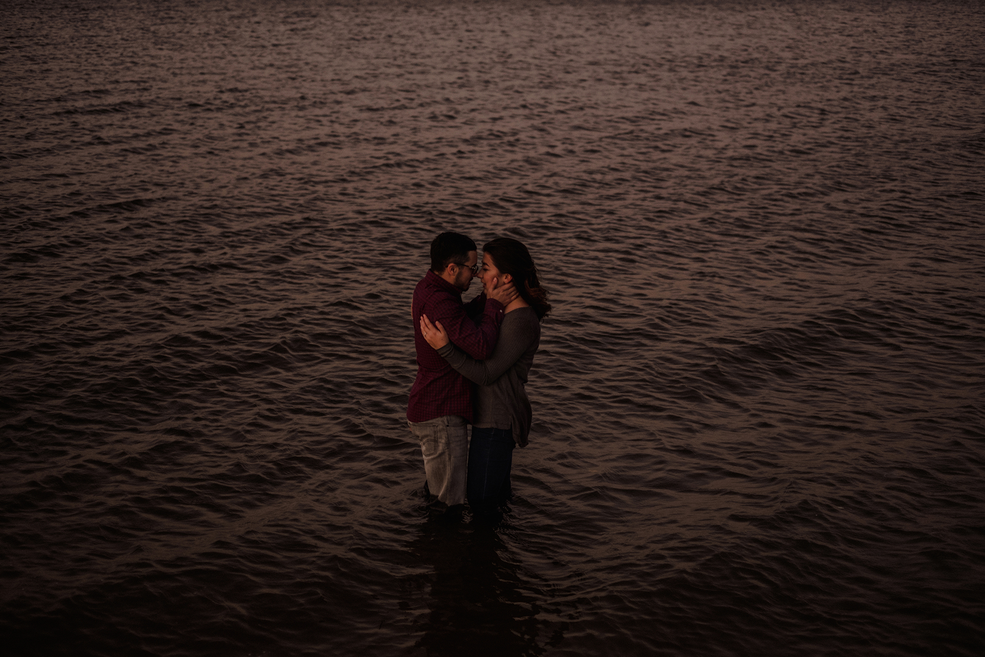 0023-gimli-manitoba-lake-beach-engagement-photographer-daniela-steven.jpg