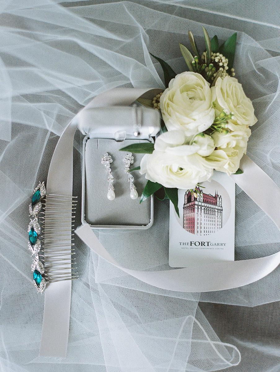 0006-qualico-family-centre-wedding-photos-melissa-chris.jpg