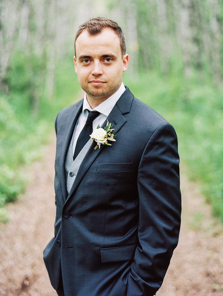0012-qualico-family-centre-wedding-photos-melissa-chris.jpg