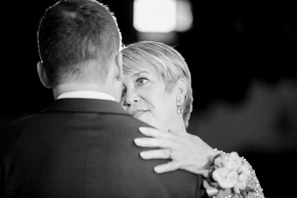 0040-qualico-family-centre-wedding-photos-melissa-chris.jpg