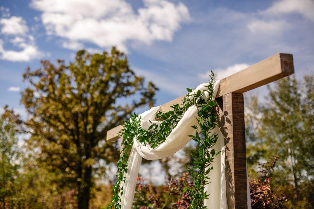 CarrieyAndCorey-Married-Wedding-HawthornEstatesWedding-WinnipegManitoba-CountryWedding-AutumnWedding-Fall-OutdoorWedding-blfStudios-Tony-005.jpg
