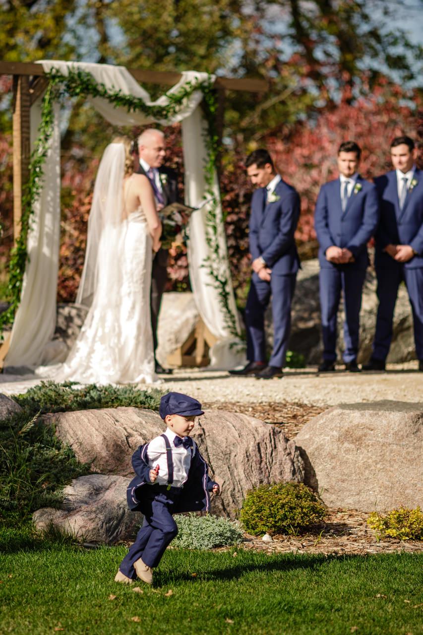 CarrieyAndCorey-Married-Wedding-HawthornEstatesWedding-WinnipegManitoba-CountryWedding-AutumnWedding-Fall-OutdoorWedding-blfStudios-Tony-017.jpg
