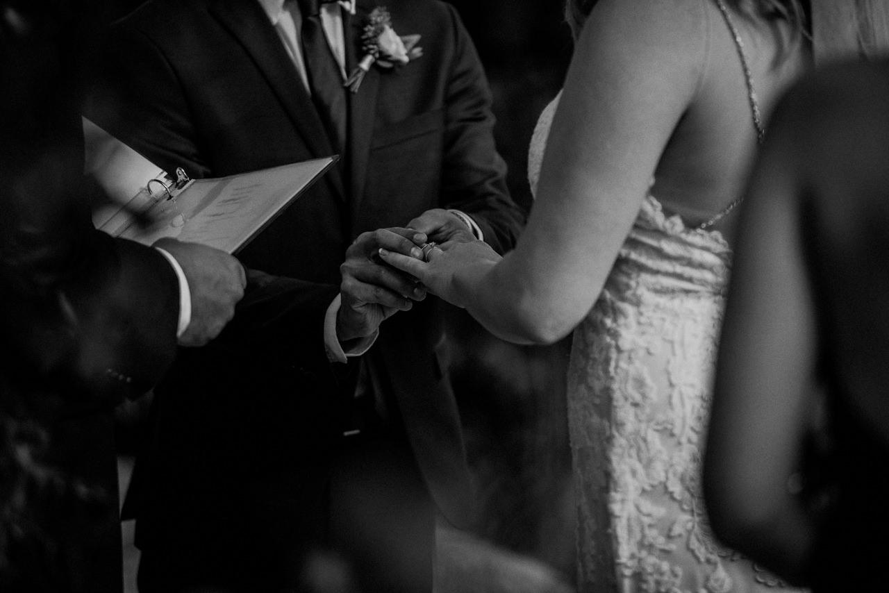 CarrieyAndCorey-Married-Wedding-HawthornEstatesWedding-WinnipegManitoba-CountryWedding-AutumnWedding-Fall-OutdoorWedding-blfStudios-Tony-020.jpg