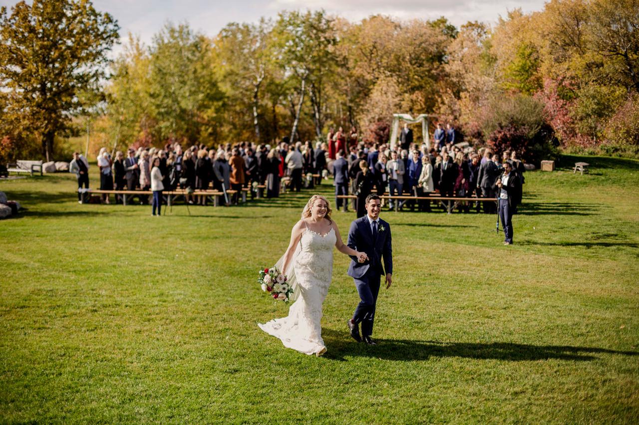 CarrieyAndCorey-Married-Wedding-HawthornEstatesWedding-WinnipegManitoba-CountryWedding-AutumnWedding-Fall-OutdoorWedding-blfStudios-Tony-032.jpg