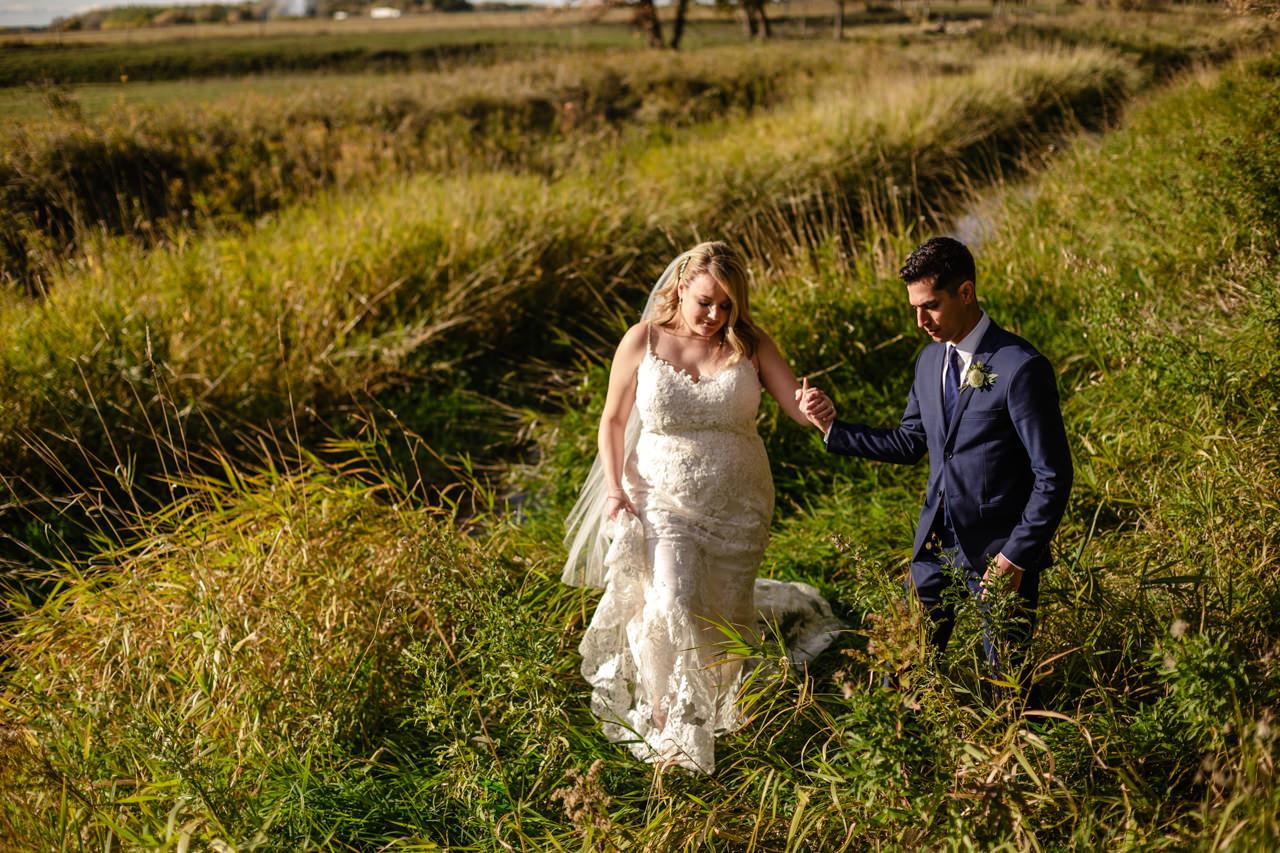 CarrieyAndCorey-Married-Wedding-HawthornEstatesWedding-WinnipegManitoba-CountryWedding-AutumnWedding-Fall-OutdoorWedding-blfStudios-Tony-038.jpg
