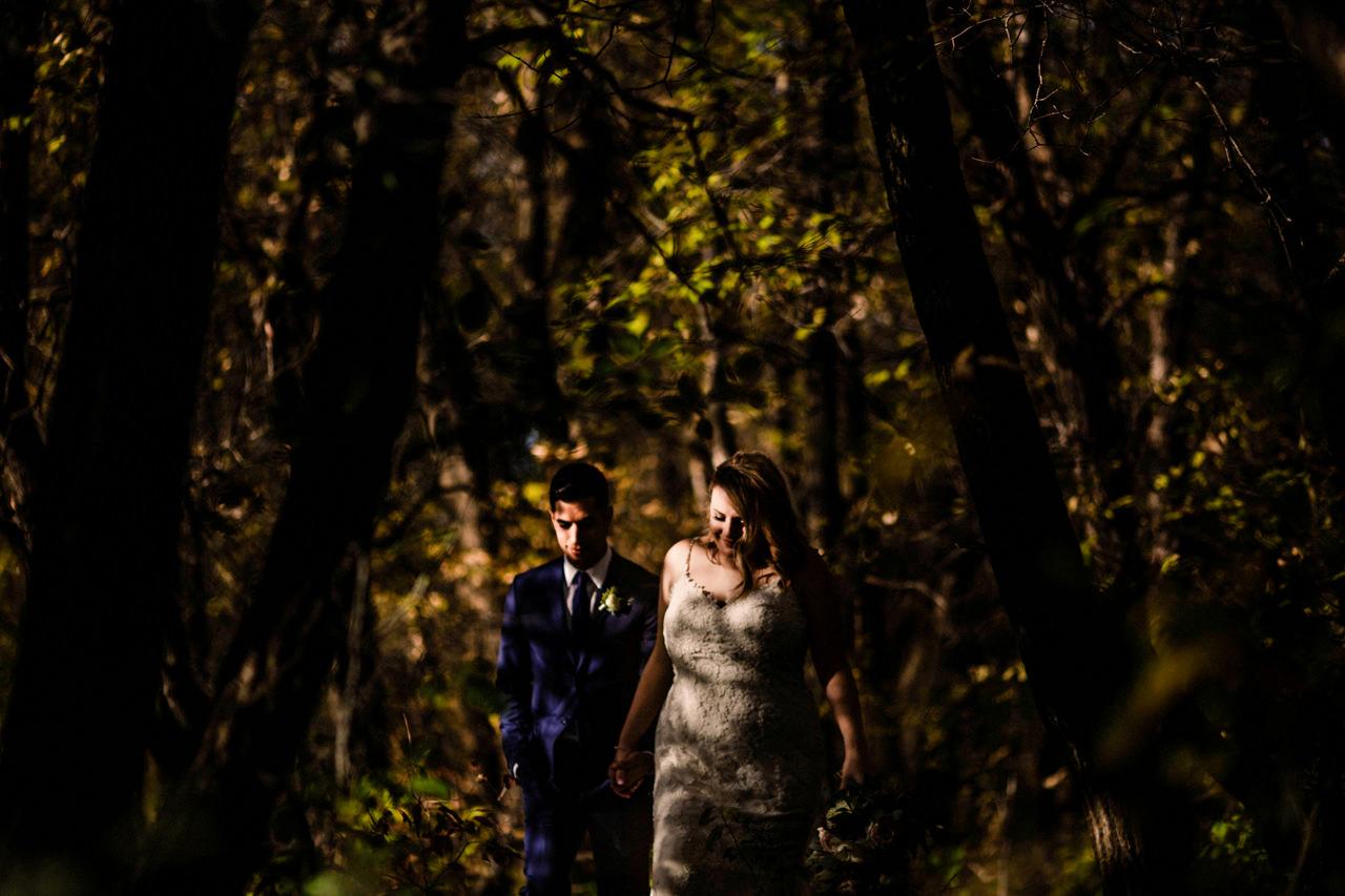 CarrieyAndCorey-Married-Wedding-HawthornEstatesWedding-WinnipegManitoba-CountryWedding-AutumnWedding-Fall-OutdoorWedding-blfStudios-Tony-040.jpg