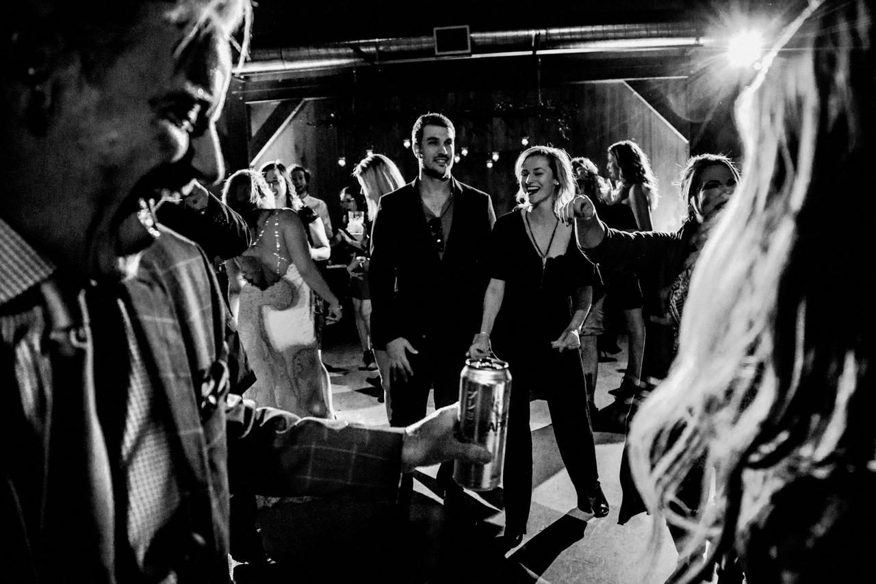 CarrieyAndCorey-Married-Wedding-HawthornEstatesWedding-WinnipegManitoba-CountryWedding-AutumnWedding-Fall-OutdoorWedding-blfStudios-Tony-061.jpg