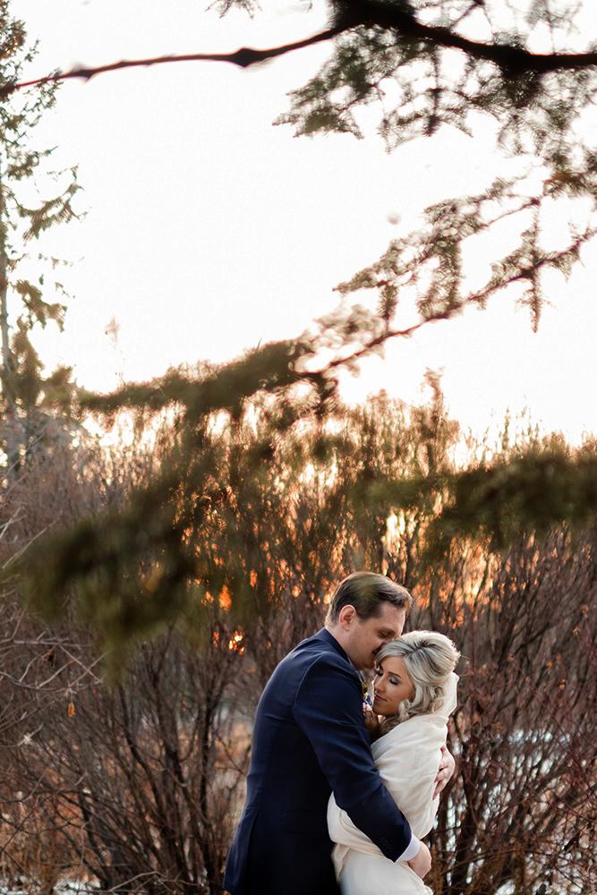 Winter wedding in Winnipeg Assiniboine Park