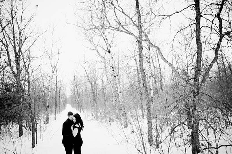 winter-engagement-photos-birds-hill-park010.jpg