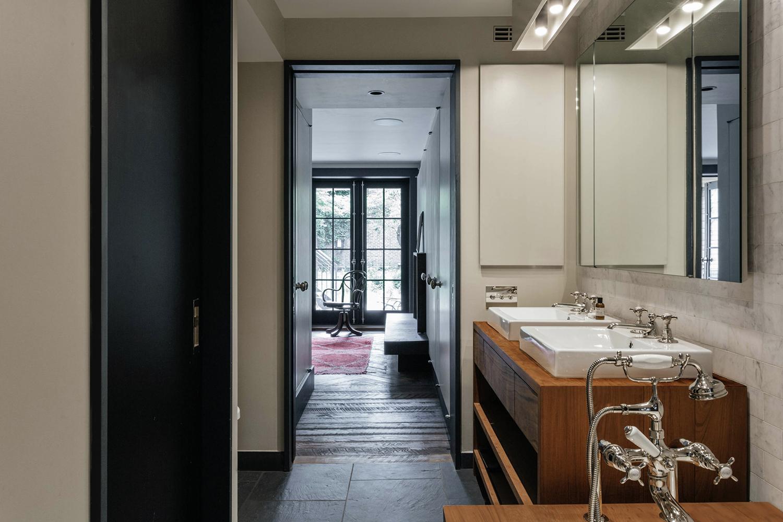 165c master bath hall mod1500.jpg
