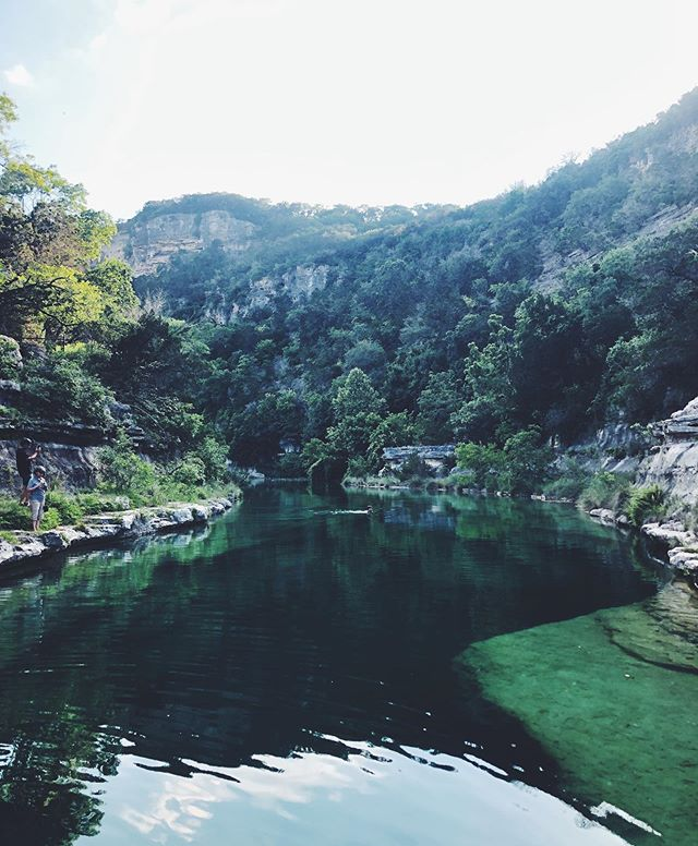 Who knew there is a place like this in Texas?? 😍😍 Swipe for proof I jumped in 😂 #frio #nanamachi