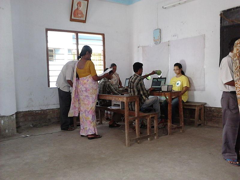 800px-Aadhaar_-_Biometric_Data_Collection_-_Chirantani_Vidyapith_-_Howrah_2012-08-10_01539.jpg