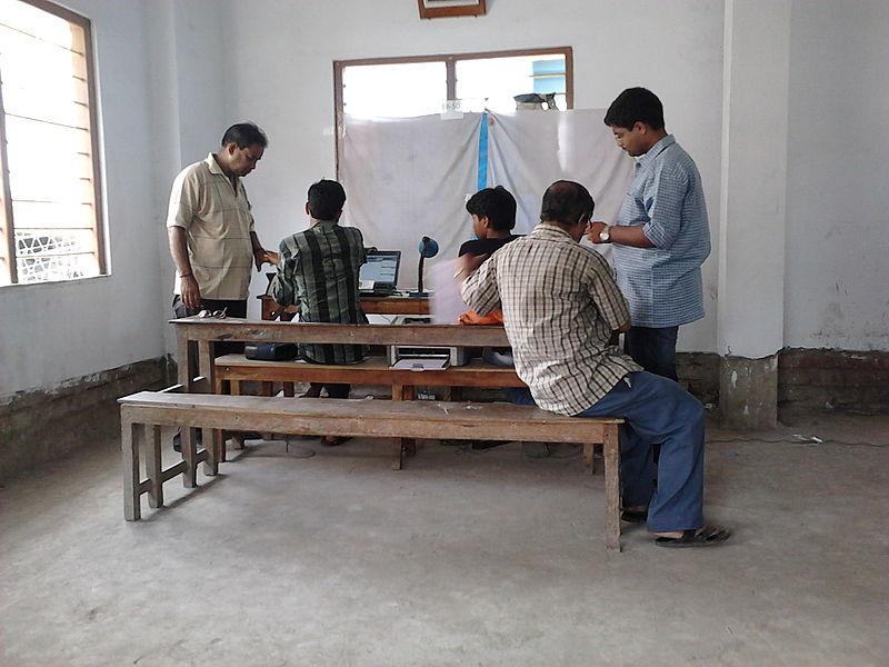 800px-Aadhaar_-_Biometric_Data_Collection_-_Chirantani_Vidyapith_-_Howrah_2012-08-10_01540.jpg