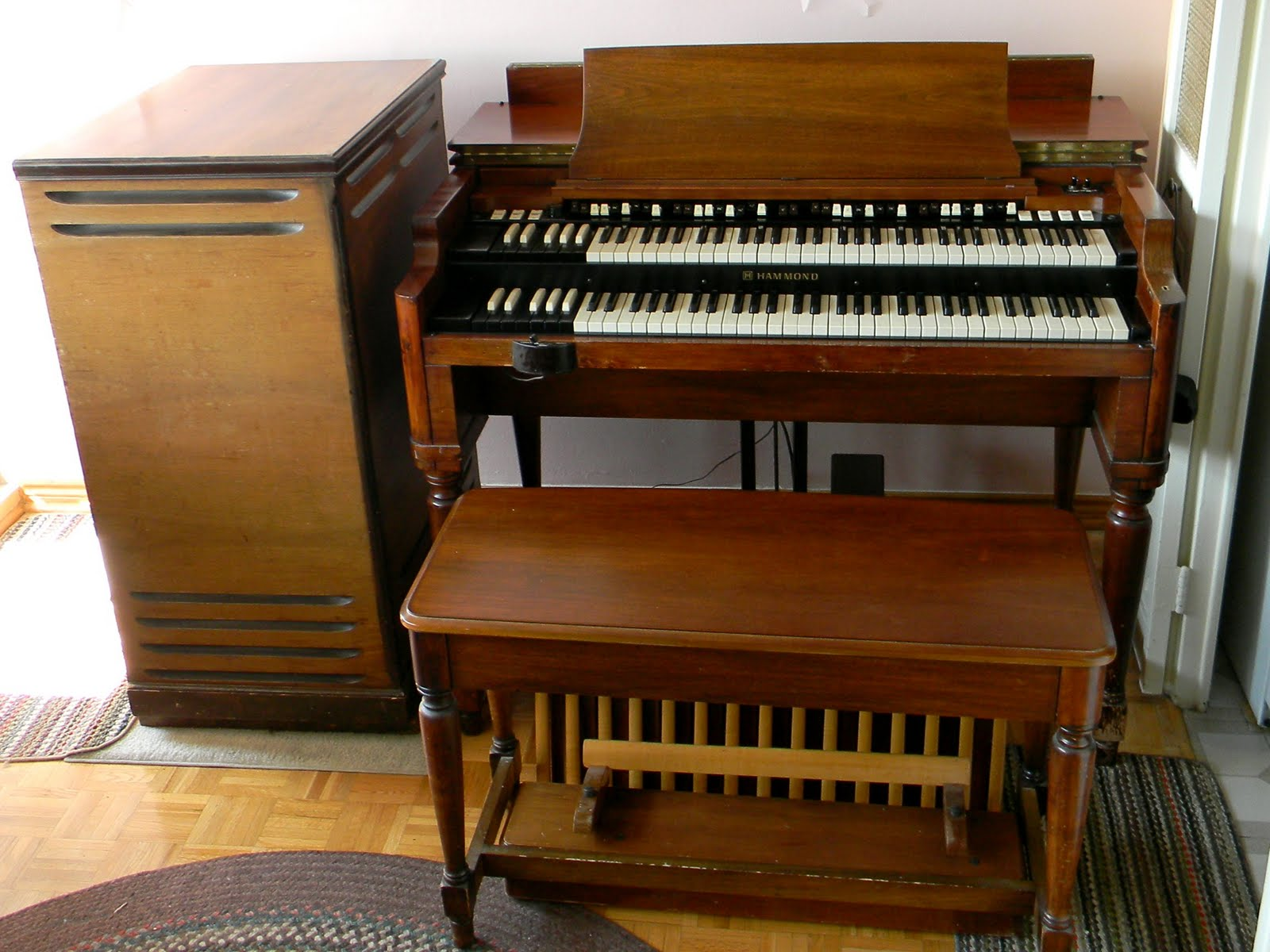 Hammond Organ and Leslie speaker.