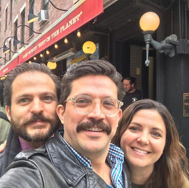 Con la familia todo es mejor @lombardis_pizza_nyc