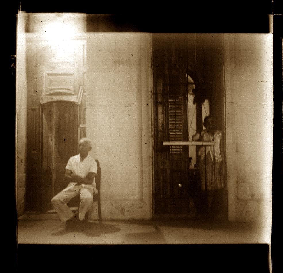 3-Old man seating. La Habana. !980.jpg