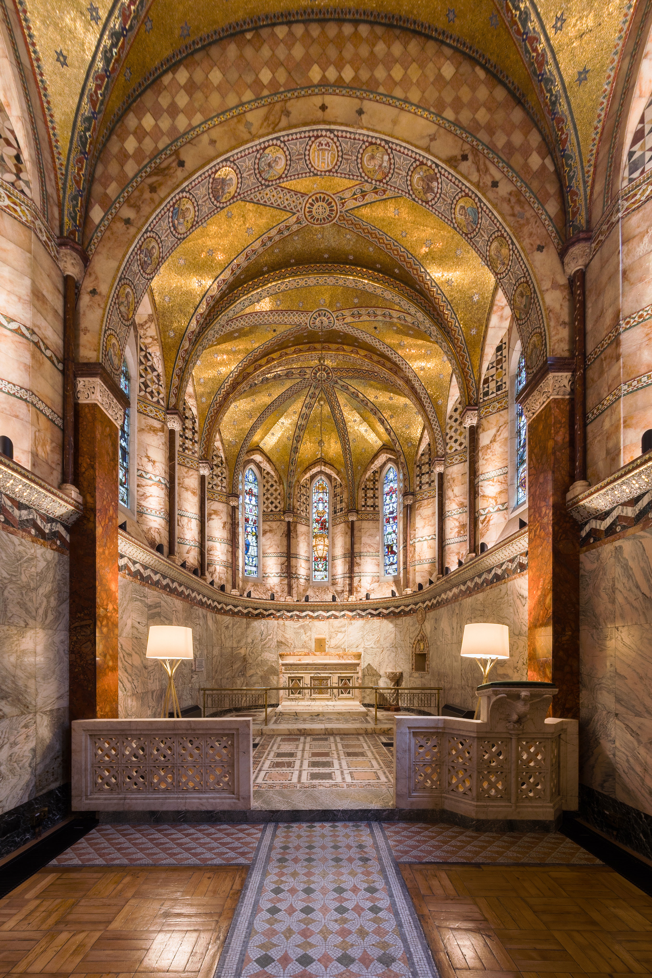 Fitzrovia Chapel © User:Colin / Wikimedia Commons, CC BY-SA 4.0,  https://commons.wikimedia.org/w/index.php?curid=62577519