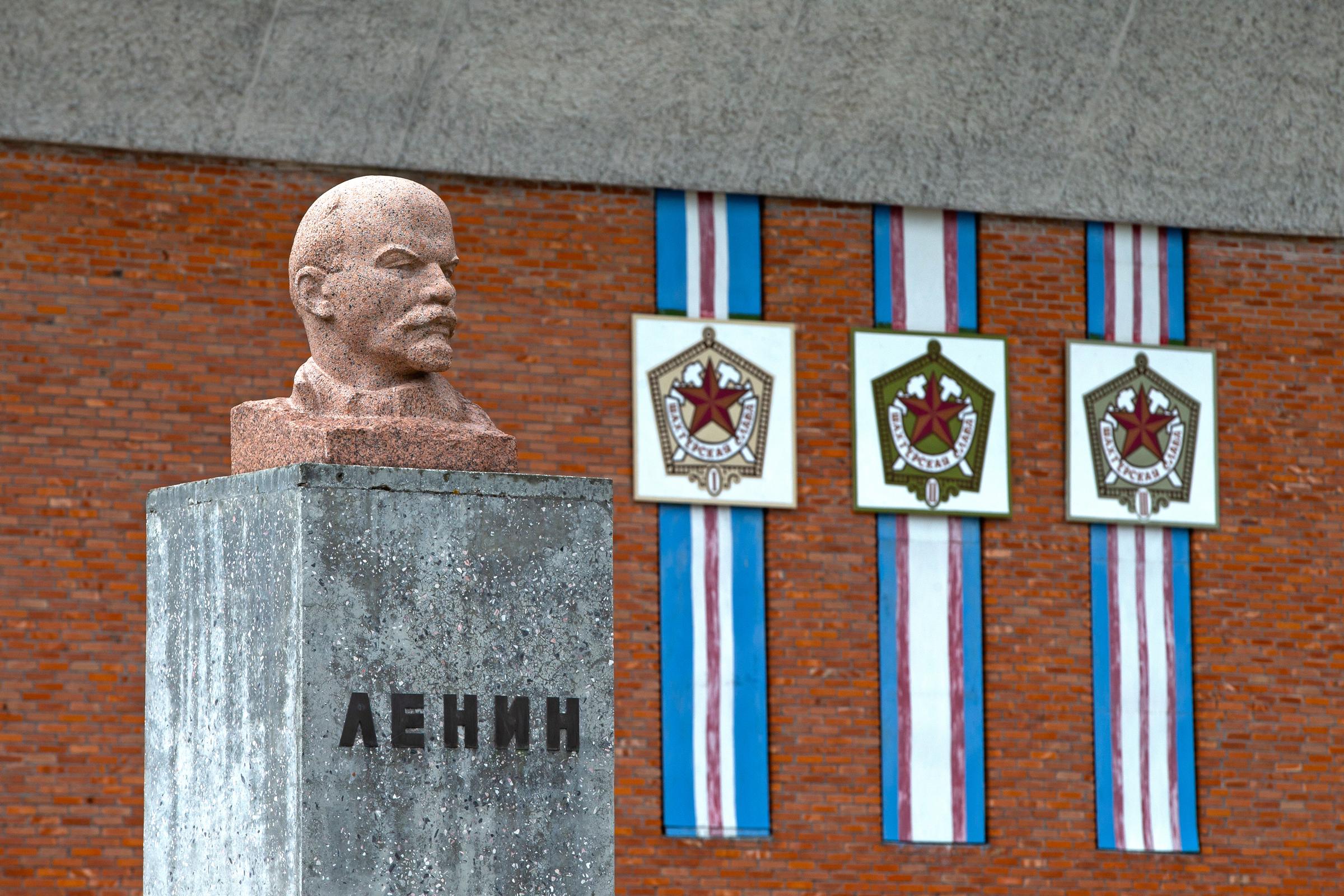 Lenin outside the Yuri Gagarin Sports Centre (Mike Watson).