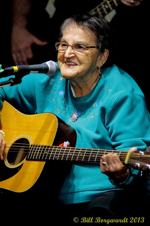 Edna Sinclair - Fiddlers Roost Xmas Party 2013 273-XL.jpg