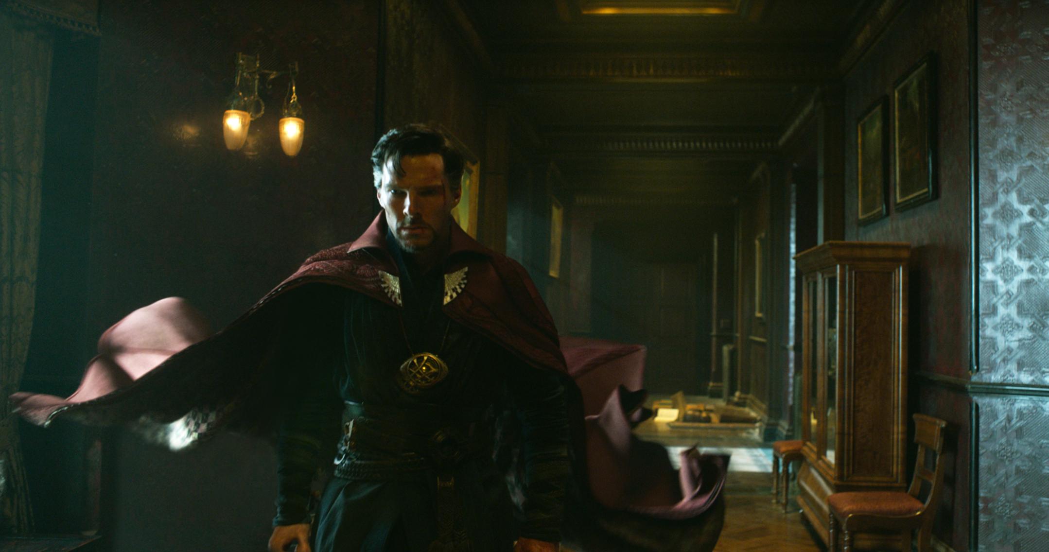 doctor-strange-movie-cumberbatch-cape.jpg