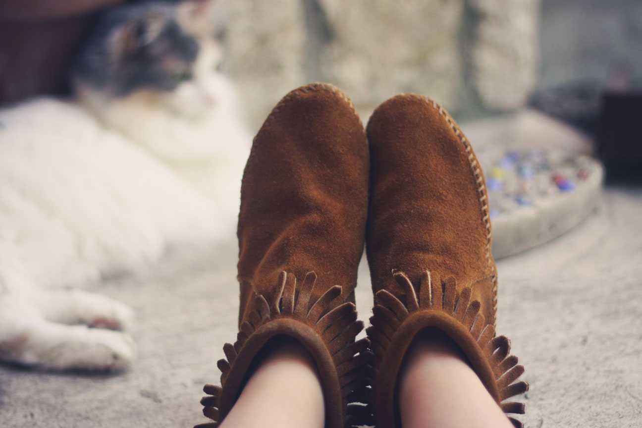 minnetonka back zip booties.jpg