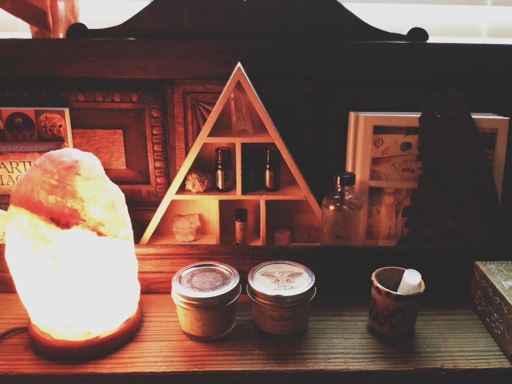 triangle shelf rootsandfeathers.com