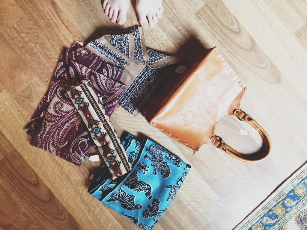 vintage scarves and purse rootsandfeathers.com