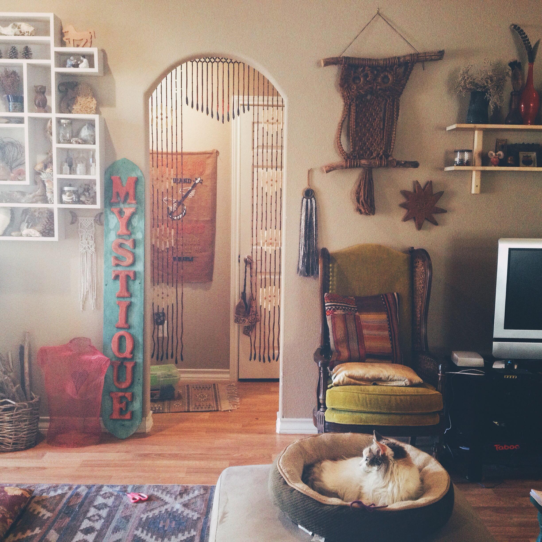 Home via rootsandfeathers.com