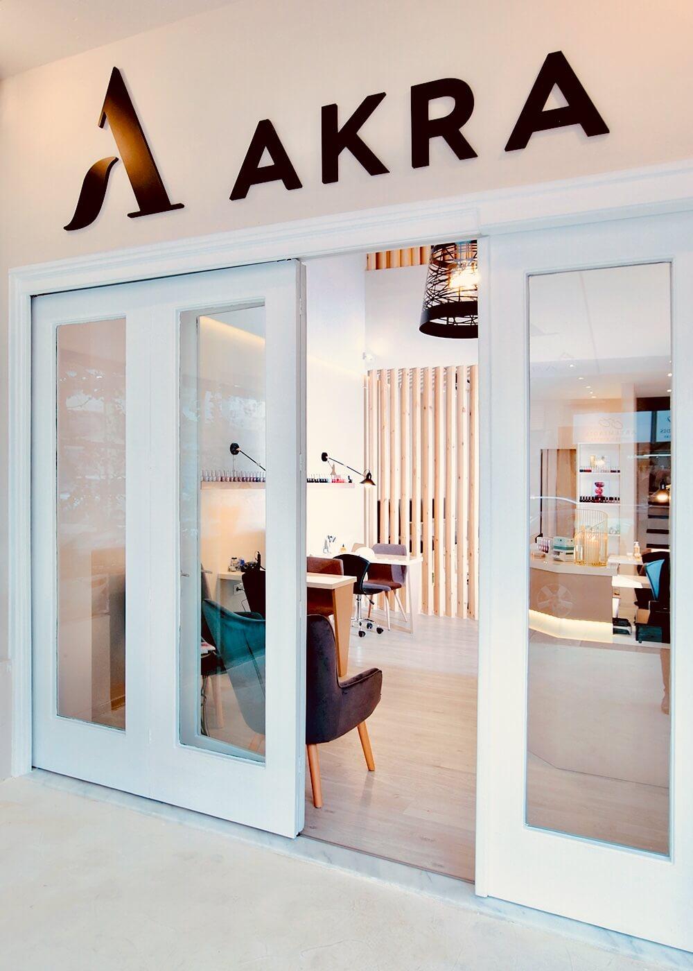 - Σήμερα έκλεισα το ραντεβού μου για manicure & pedicure στο Akra Nail Spa! Ναι είναι Κυριακή αλλά χάρη σε ένα πολύ ευέλικτο τρόπο μπορούμε να επιλέξουμε την ημέρα και την ώρα που επιθυμούμε να κλείσουμε το ραντεβού μας μέσω του Akra Nail Spa Facebook Page πατώντας το κουμπί Book Now, όπως και να σημειώσουμε τις υπηρεσίες για τις οποίες ενδιαφερόμαστε και οποιοδήποτε επιπλέον σχόλιο. Άμεσα, θα λάβουμε επιβεβαίωση του ραντεβού μας. Ακολουθήστε το σχετικό link και κλείστε το δικό σας ραντεβού εύκολα και γρήγορα όπου και να βρίσκεστε.