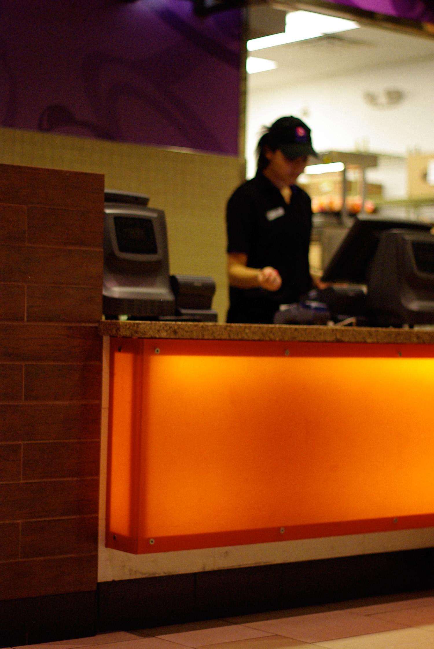 taco bell - aurora mall - 3form light box