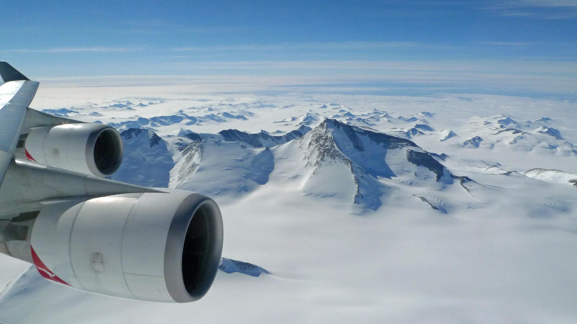 Antarctica-Sightseeing-Flig.jpg