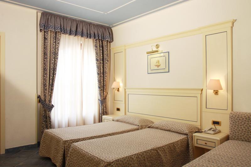 Hotel room 5.JPG