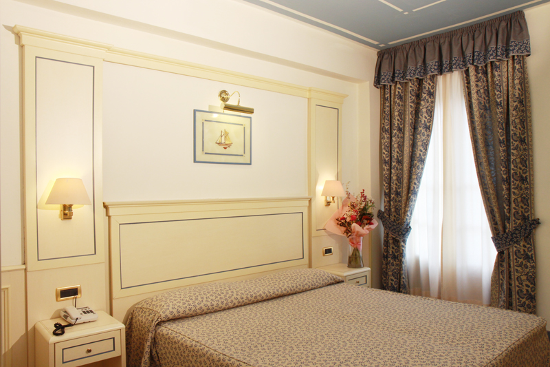 Hotel room 4.JPG