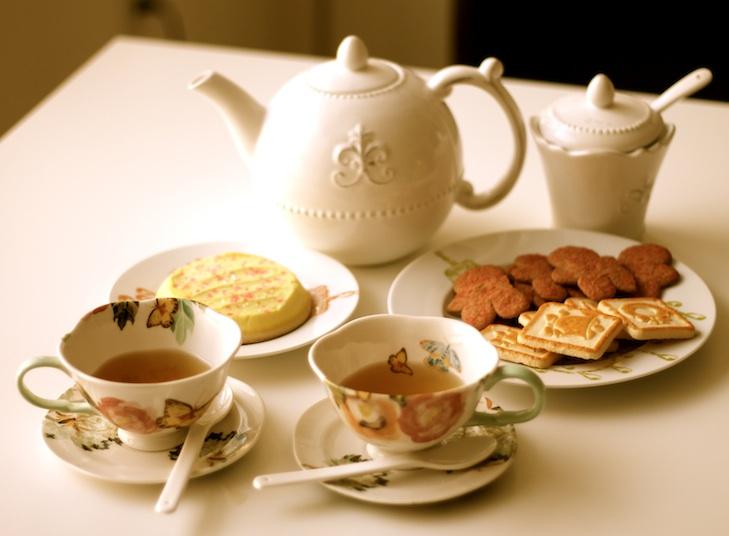 Tea pot, teacups, saucers and sugar jar all Anthropologie